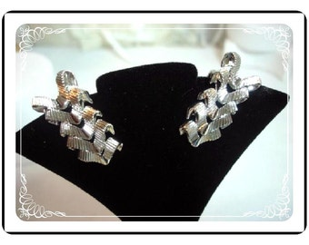 Silvertone Coro Earrings - Vintage Silvertone   E463-04081200