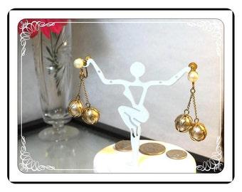 Dreamy Creamy  Earrings - Pearlized and Goldtone Orbs Screwback Earrings  E932a-120413000