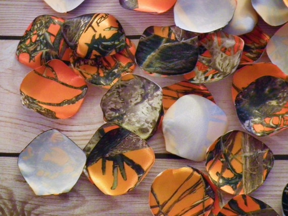 camo wedding supplies decorations camo satin petals camouflage and blaze orange hunters 2417