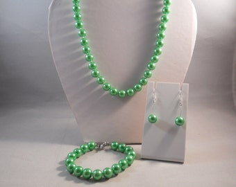 10mm Green Pearl Necklace, Bracelet and Earrings Set