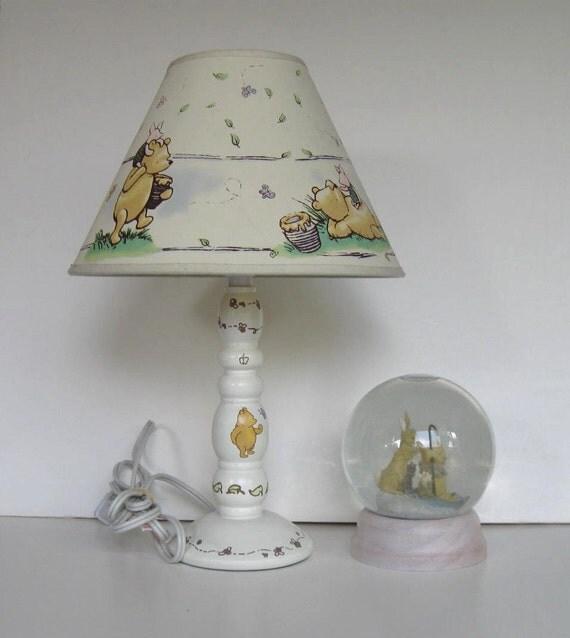 vintage winnie the pooh lampe und passende schneekugel. Black Bedroom Furniture Sets. Home Design Ideas