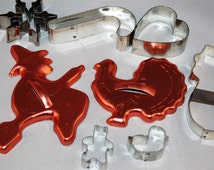 Clearance Sale - 8 assorted cookie cutters - metal - crafting altered art supplies lot