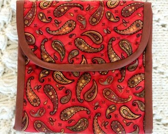 e-Reader or Kindle cover and carry bag.