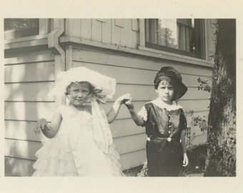 Young Lord & Lady, c1930s Vintage Photo Snapshot [53345]