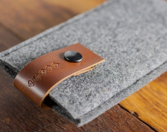 Leather iPhone 7 Case / iPhone 6 Cover / iPhone 6 Sleeve : Grey Wool Felt Brown Leather Strap COMFYdotLT