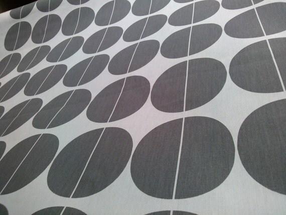 tours gris nappe beige d cor moderne design scandinave. Black Bedroom Furniture Sets. Home Design Ideas