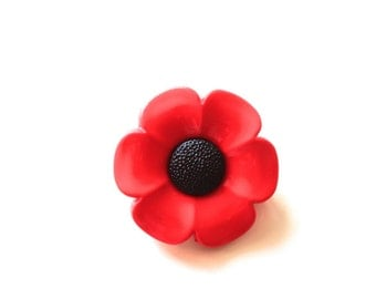 Red poppy brooch button Remembrance Armistice Day red plastic felt charity war donations war heroes