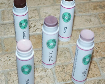 Natural Makeup Concealer Made with Jojoba Oil