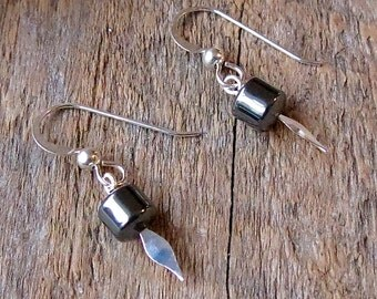 Hematite spike earrings - Silver point - Gray and silver - Edgy earrings - Spike Earrings - Point earrings - Spike dangles - Industrial