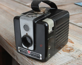 Working Vintage Kodak Brownie Hawkeye Flash 620 Medium Format Film Camera