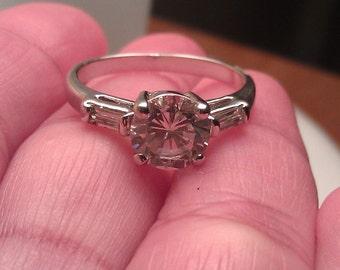 Beautiful Vintage Silvertone Cubic Zirconia Ring Size 9