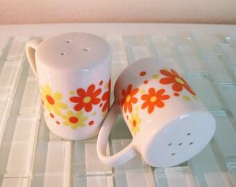 Mod Flower Salt Pepper Shakers Takahashi JAPAN