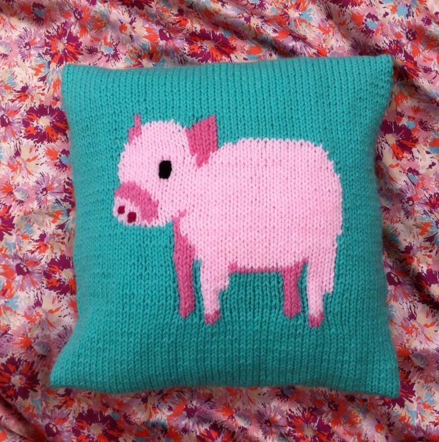 Piglet cushion cover knitting pattern chunky yarn.