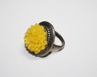 Resin yellow cabochon  flower ring