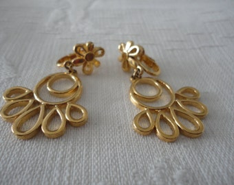 Trifari Gold Tone Brushed Dangle Earrings Floral Clip On Ladies Vintage