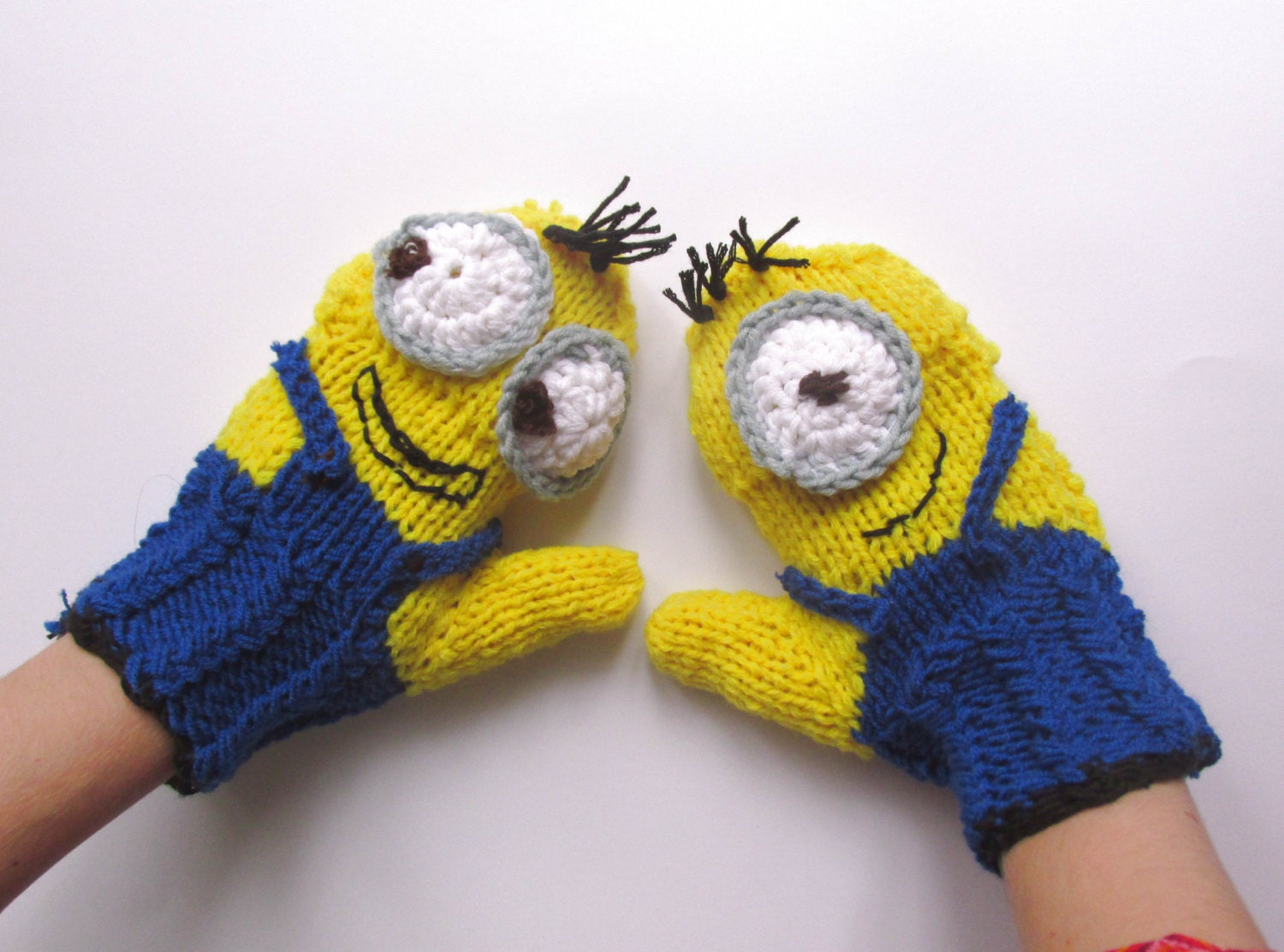 Despicable me inspired convertible minion mittens zoom bankloansurffo Choice Image