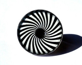 SPIRAL RING - adjustable resin ring -black and white - spiral vintage - spiral jewelry - Hypnotic Spiral - Optical Illusion Spinning Spiral