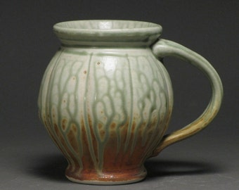 Green and rust round-bellied mug