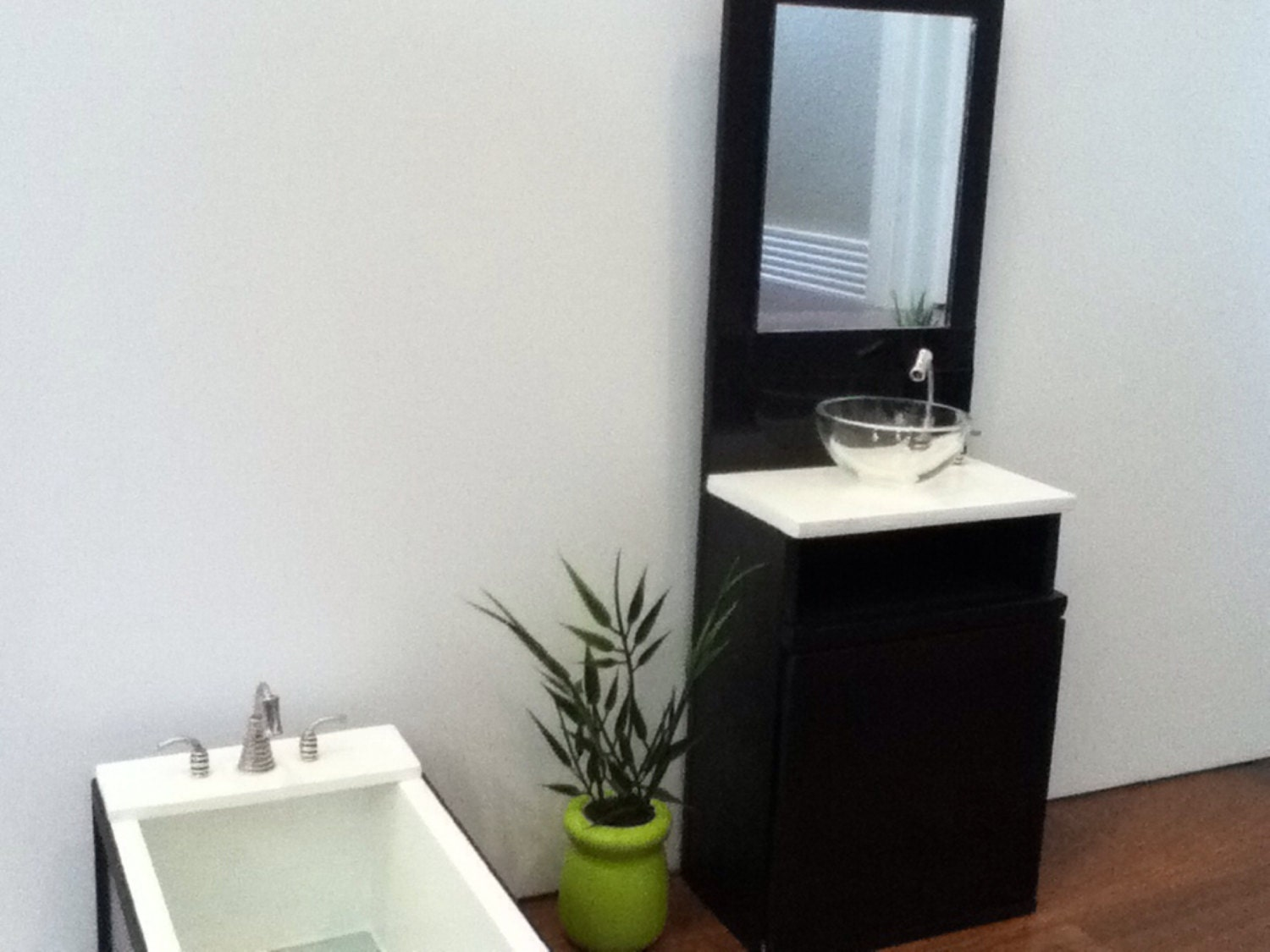 Amazing Ultra Modern Series 24quot Single Bathroom Vanity Set With Mirror By