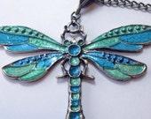 Clearance! Hand lackierten Libelle Anhänger auf lange Bronze Kette Halskette