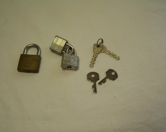 Lot of 7 miniature locks and keys for jewelry making and decorating