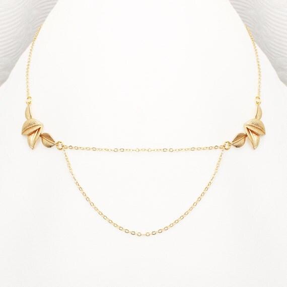 Light leaves necklace - matte gold - Handmade in Quebec