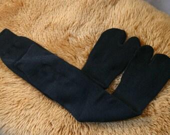 TOP SELLING! Winter warm Pile Fabric Tabi Split Toe Socks Flip Flop Socks black