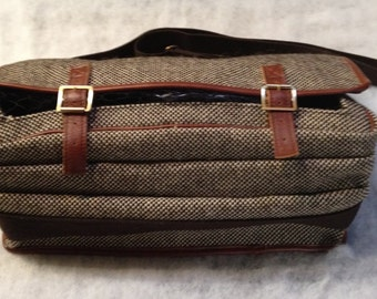 MENS Uk Brown and Beige TWEED Ltd  Tan LEATHER Trim Large Spacious Compartment  Travel / Laptop  IPad  Bag / Fleetwood net front  By Bacsew