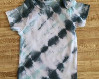 Tie Dye short-sleeve shirt - size 18 months - seafoam and navy
