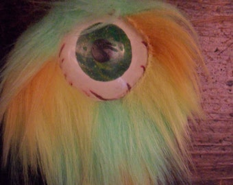 Wummie Eye Neacklace