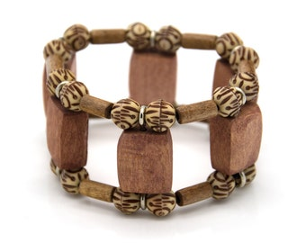 "Wooden bracelet. Reclaimed wood. Recycled. Jewelry. Eco friendly. Elastic bracelet. Stretch. Size: 6 5/16"" (16 cm)"