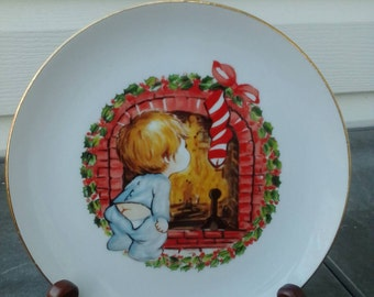 Vintage Christmas plate. Vintage 1982 collectible Jasco plate. Jasco little boy and fireplace, Jasco Christmas
