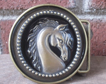 horse belt buckle horse lovers cowgirl rodeo country western mens belt buckle round horse belt buckle resin belt buckle women's belt buckle