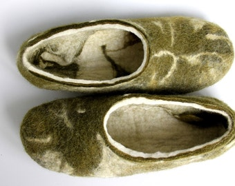 MARBLED SLIPPERS   Felted  wool  men slippers / handmade house shoes / ecological felt slippers for men