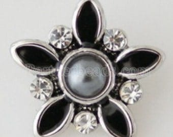 KB5168  Beautiful Black Onyx Flower w Dark Gray Pearl in Center Set Off by Clear Crystals