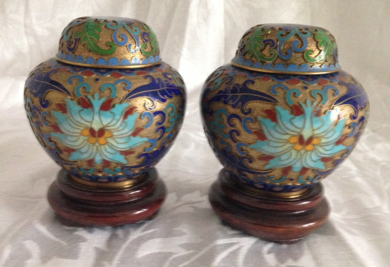 pair of chinese vintage cloisonne ginger jars decorative. Black Bedroom Furniture Sets. Home Design Ideas