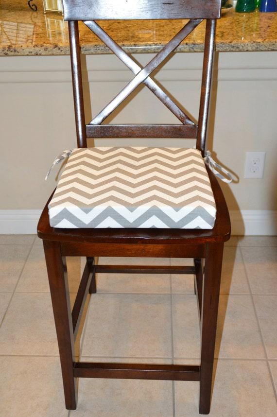 Housse de coussin de chaise de tissu de chevron gris et blanc for Housse de coussin de chaise