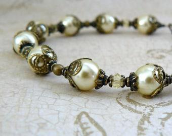 Pale Yellow Pearl Bracelet, Light Yellow Bridesmaid Bracelet, Vintage Style Yellow Wedding Jewelry, Bridal Party Gift