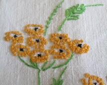 Vintage 1940's Embroidered Linen Fingertip/Hand Towel/Guest Towel    15002