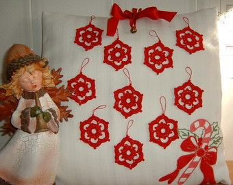 Twenty Christmas decorations in the shape of stars. Stelline in red cotton crochet lace. Ideas for Christmas