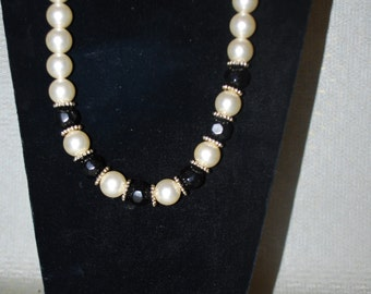 Beaded Necklace Black, White and Gold