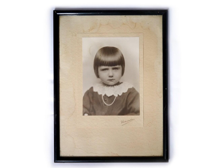 vintage rahmen alte foto gerahmt portr t m dchen sepia. Black Bedroom Furniture Sets. Home Design Ideas