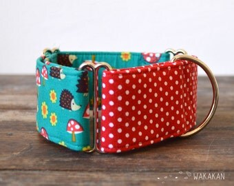 Martingale dog collar model Forest Friends. Adjustable and handmade with 100% cotton fabric. Hedgehog, mushrroom and dots. Wakakan