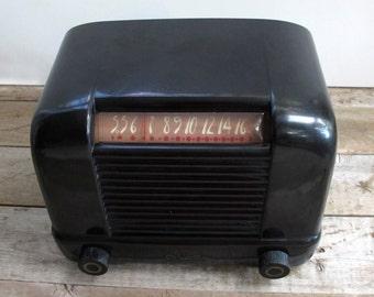 Retro Sparton Black Bakelite AC Tube Radio Model #5A7