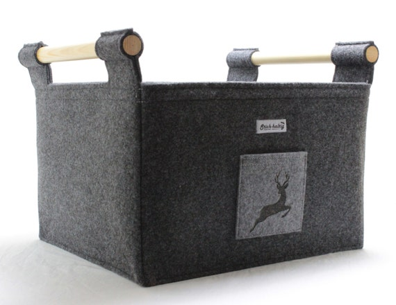 wundersch ner feuerholzkorb aus filz mit hirsch. Black Bedroom Furniture Sets. Home Design Ideas