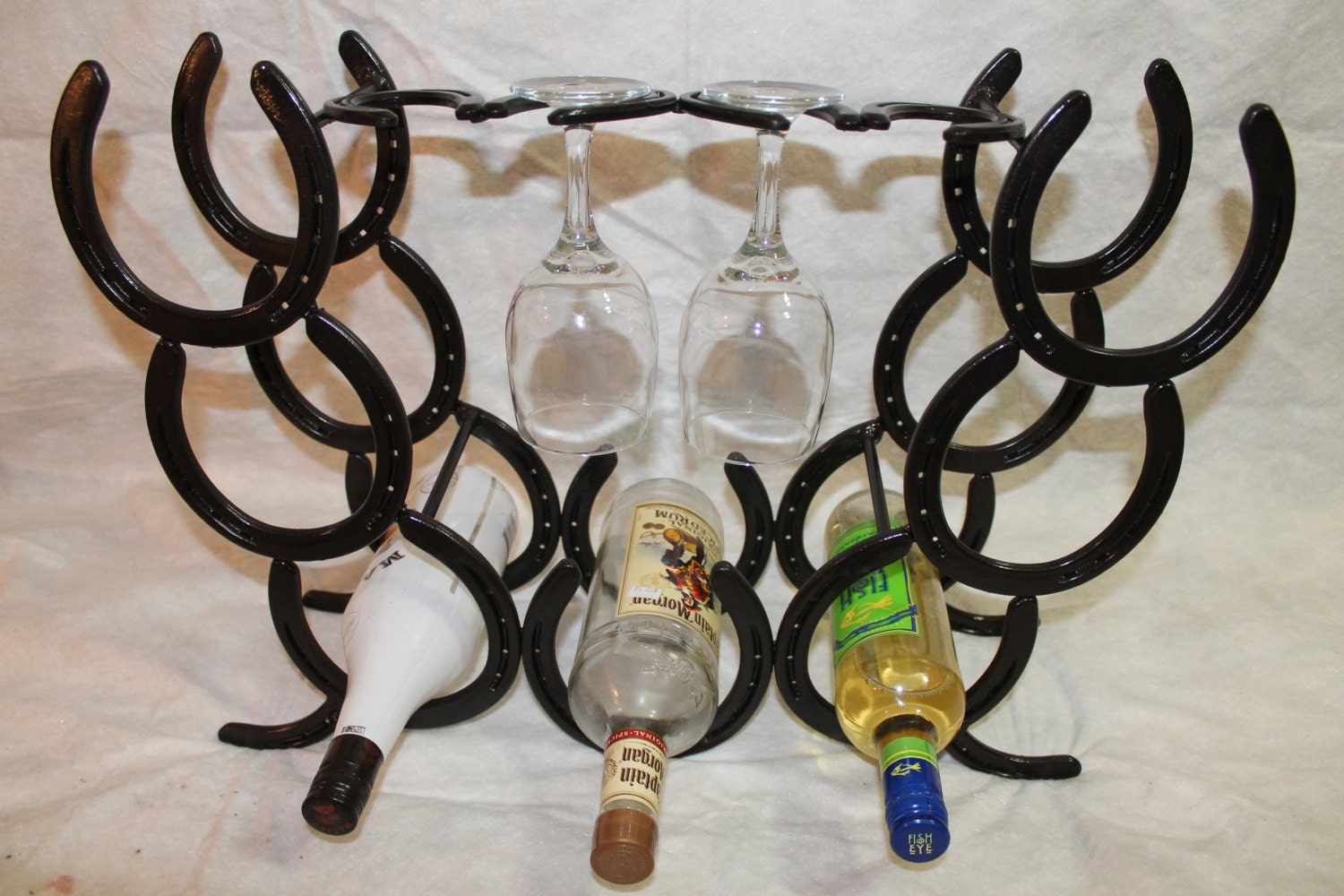 horseshoe wine rack holds 7 bottles and four glasses