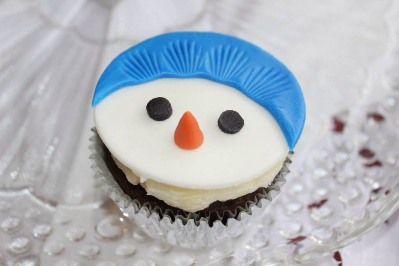 12 snowman fondant cupcake toppers edible by InscribingLives