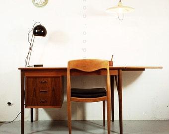 Ravishing scandinavian desk in teak from the 60's-70's.