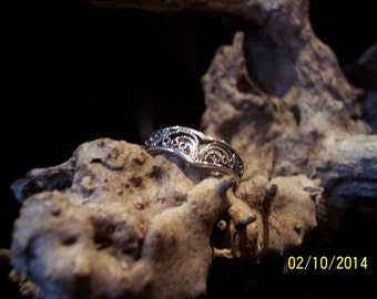 Sterling Silver Filigree band ring.