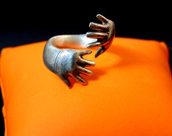 Beautiful sterling silver hug ring-Silver 925 hands ring-Unique funny sterling silver ring-hipster ring-Adjustable ring-Artisan jewelry